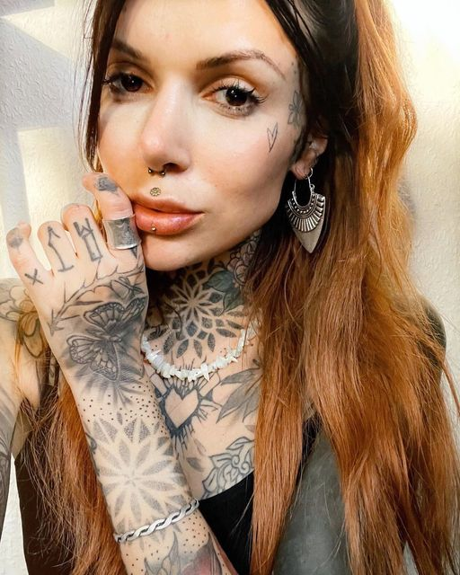 WOW-Follow-@sarahrose_tattoos-Wearing-our-Wildcat-Jewellery-ENG
